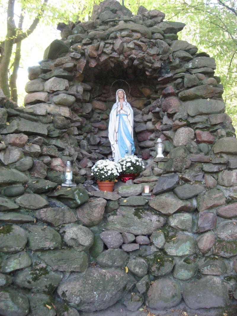 IMG_6743-MB Lourdes w parku w Bagnie