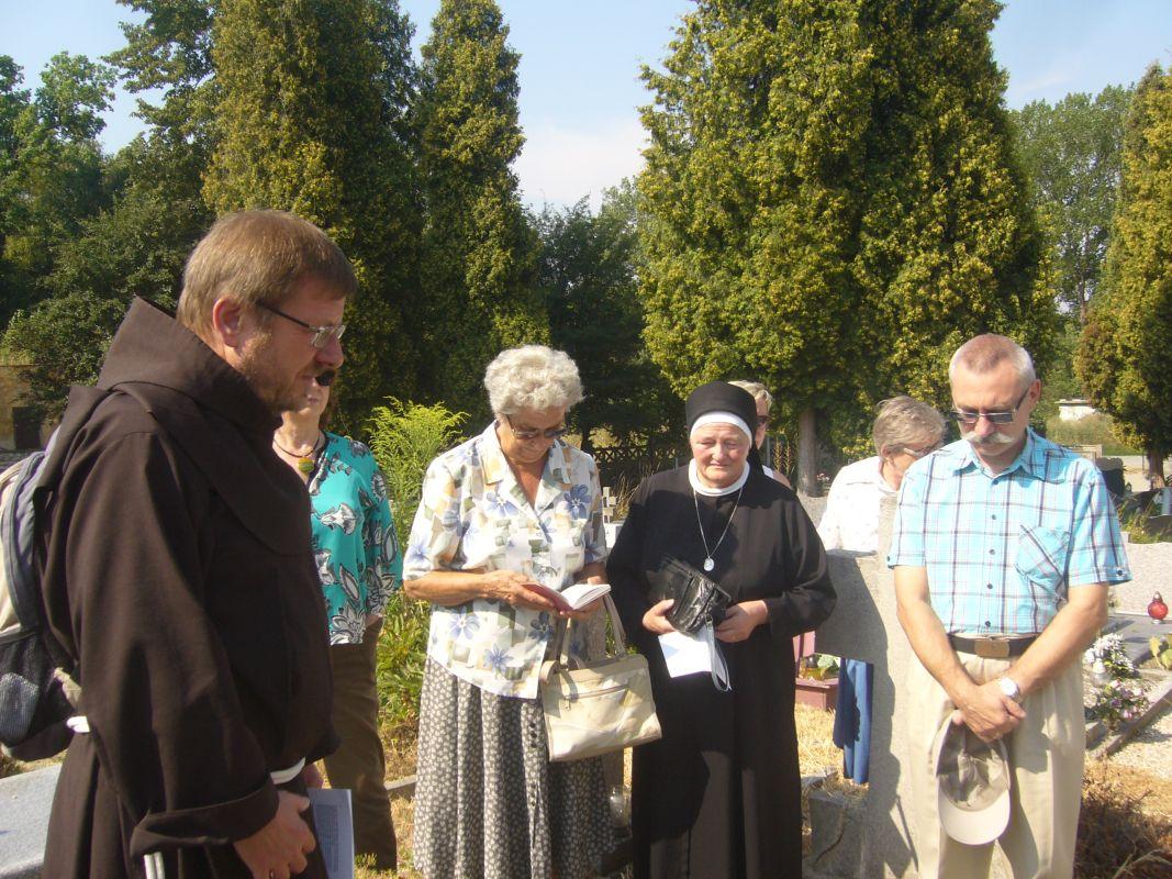 03-Schwester-Susanne-unterwegs-nach-Albendorf_0702