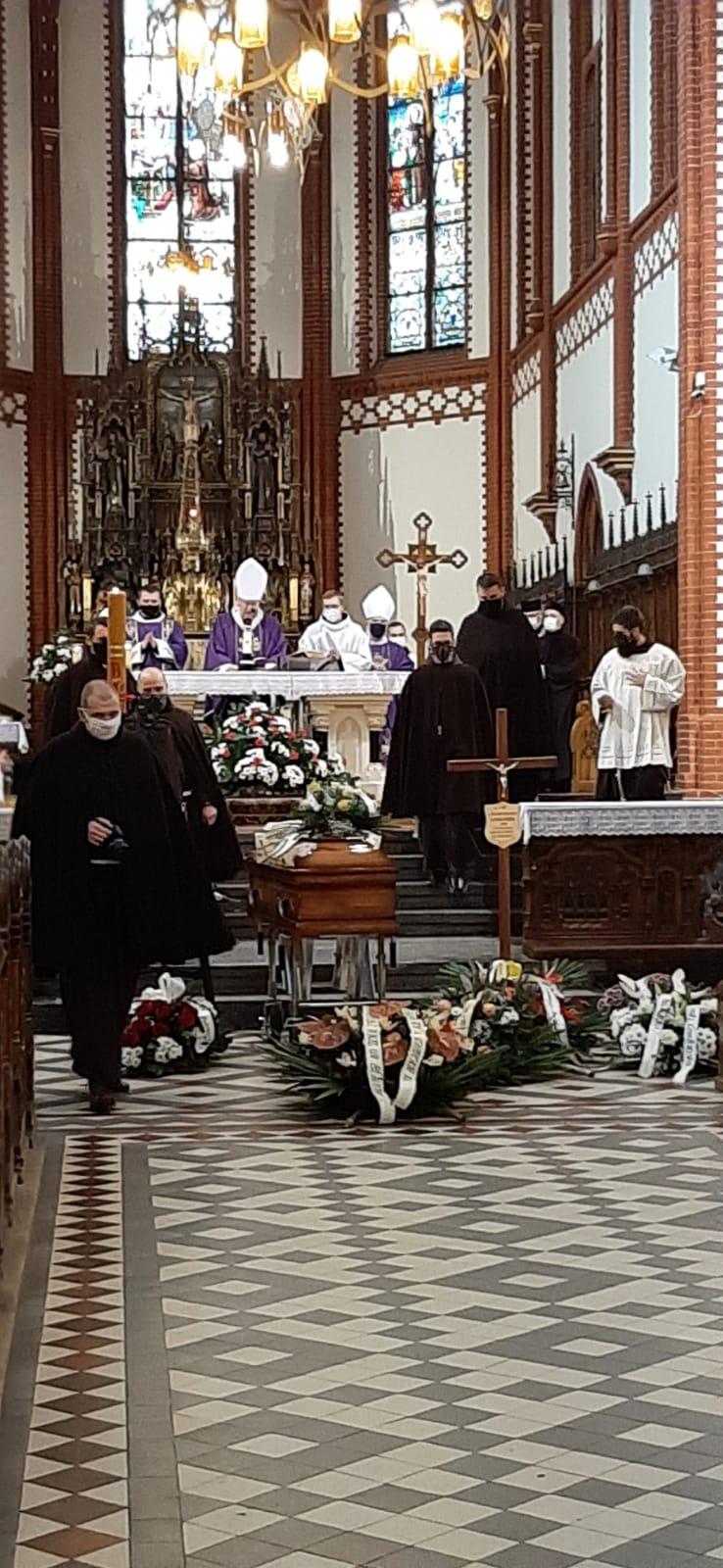 Pogrzeb-o.-Hugolina-02